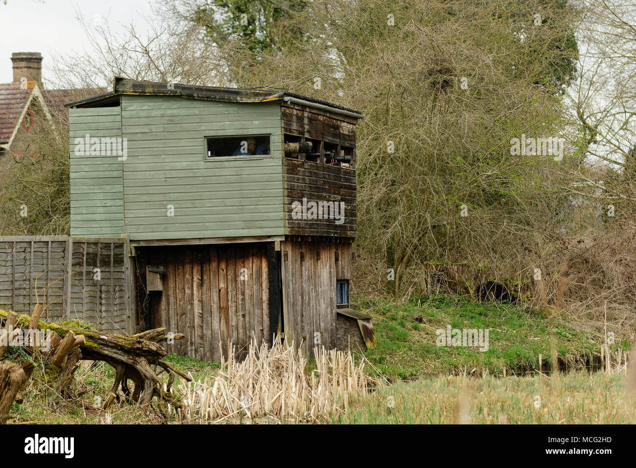 Kingfisher Hide with wildlife photographer's lenses in Rye Meads RSPB nature reserve, Hoddesdon, England - Stock Image