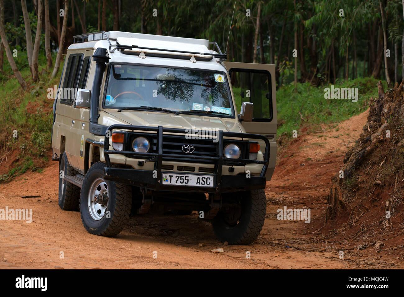 MOROGORO, TANZANIA - JANUARY 3, 2015: Safari jeep on road in Tanzania - Stock Image
