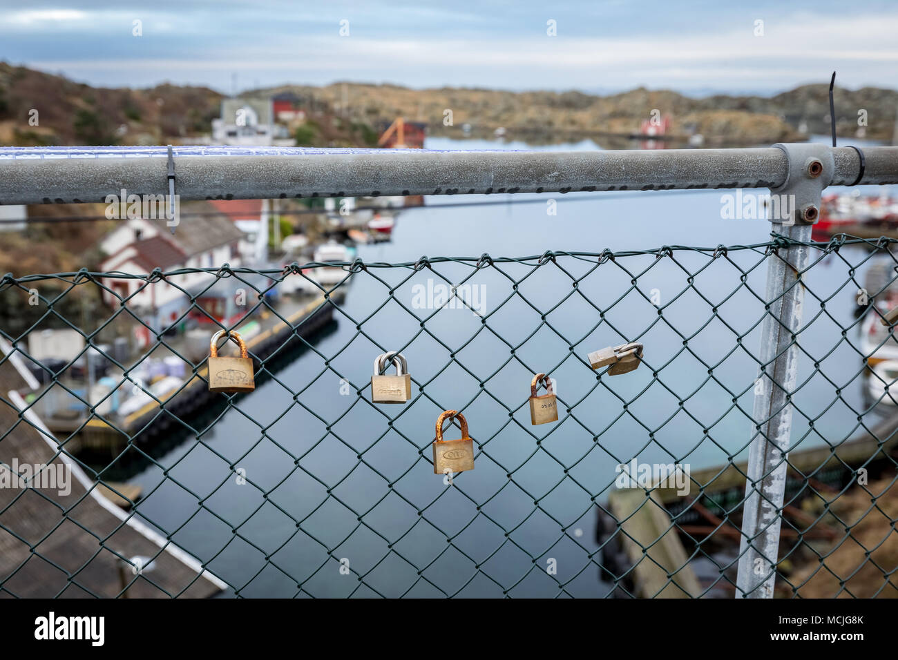 Mesh Fencing Stock Photos & Mesh Fencing Stock Images - Alamy