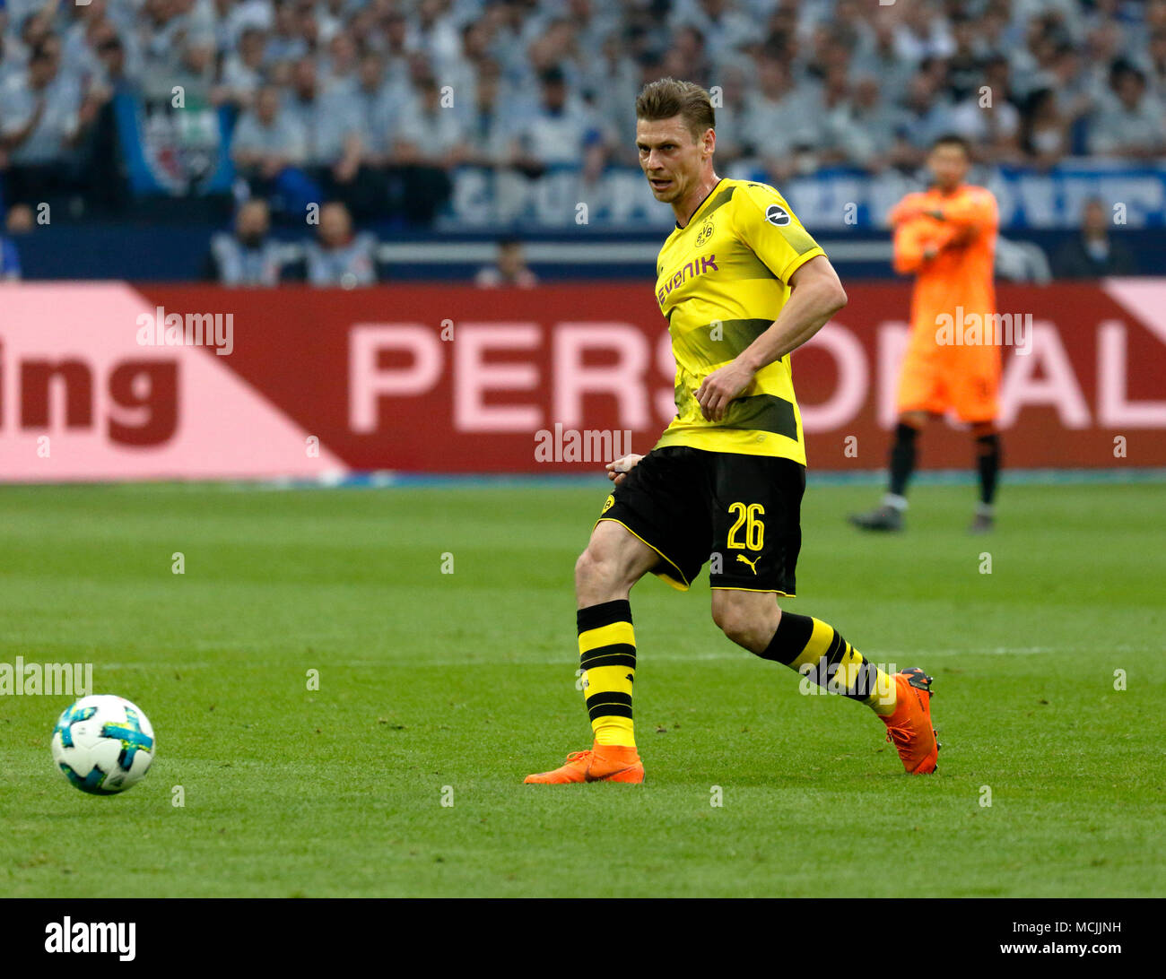 sports, football, Bundesliga, 2017/2018, FC Schalke 04 vs BVB Borussia Dortmund 2:0, Veltins Arena Gelsenkirchen, scene of the match, Lukasz Piszczek (BVB) in ball possession - Stock Image