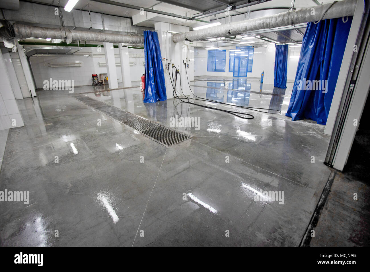 Interior space car wash Stock Photo: 179891420 - Alamy