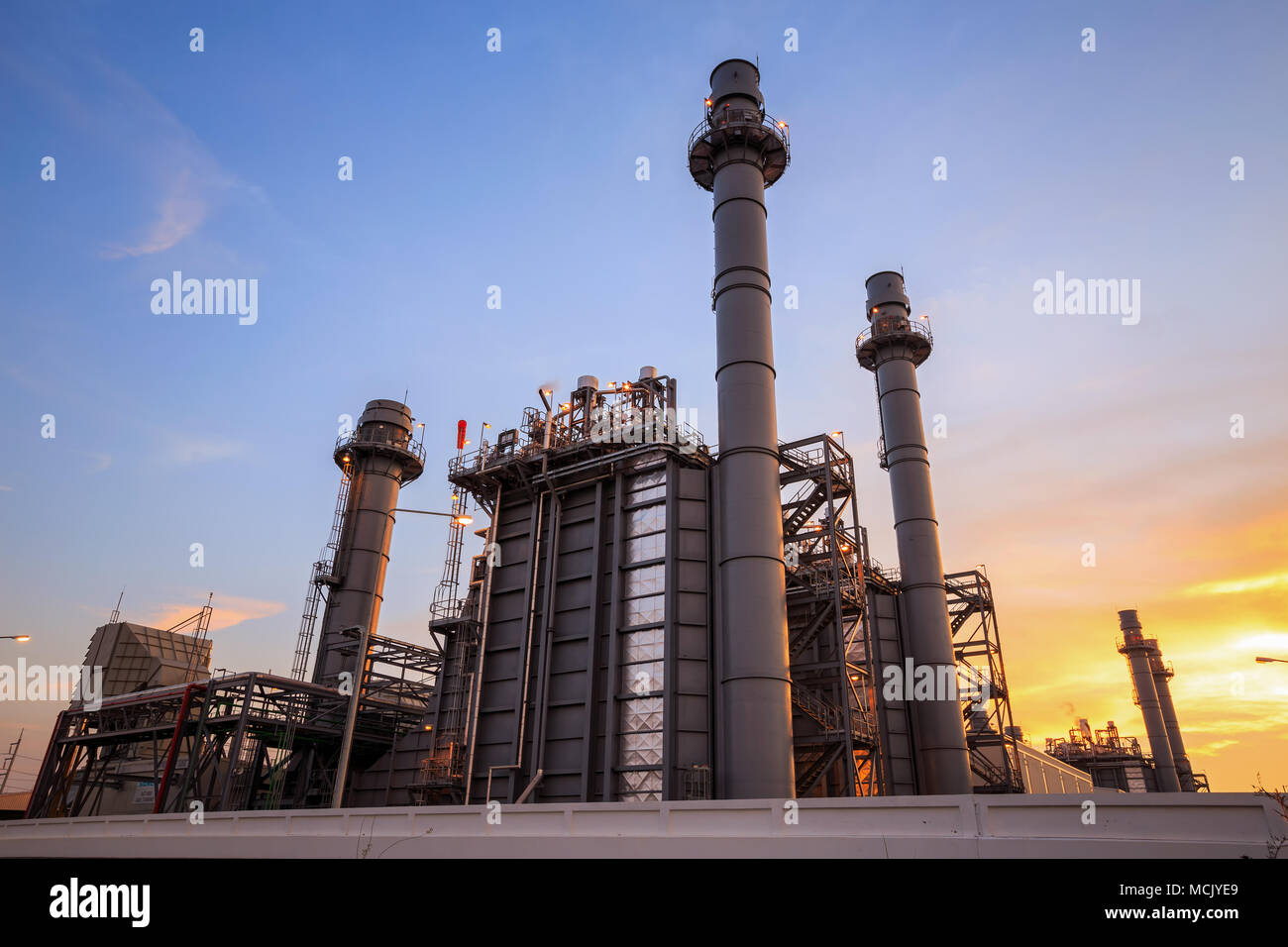 Coal Combine Stock Photos Images Alamy John Deere 9610 Wiring Diagram Gas Electrical Power Plant At Dusk With Blue Sky Image