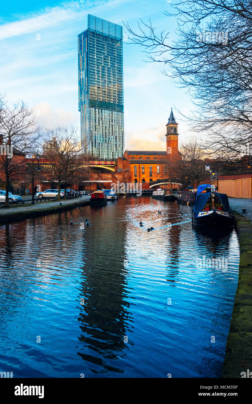 The Beetham Tower reflected in the Bridgewater Canal, Castlefield, Manchester - Stock Image