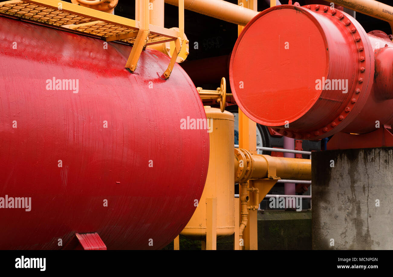 WA15263-00...WASHINGTON - Colorfully painted tanks and pipes from the remnants of a coal gasification plant create a colorful play area for children. - Stock Image