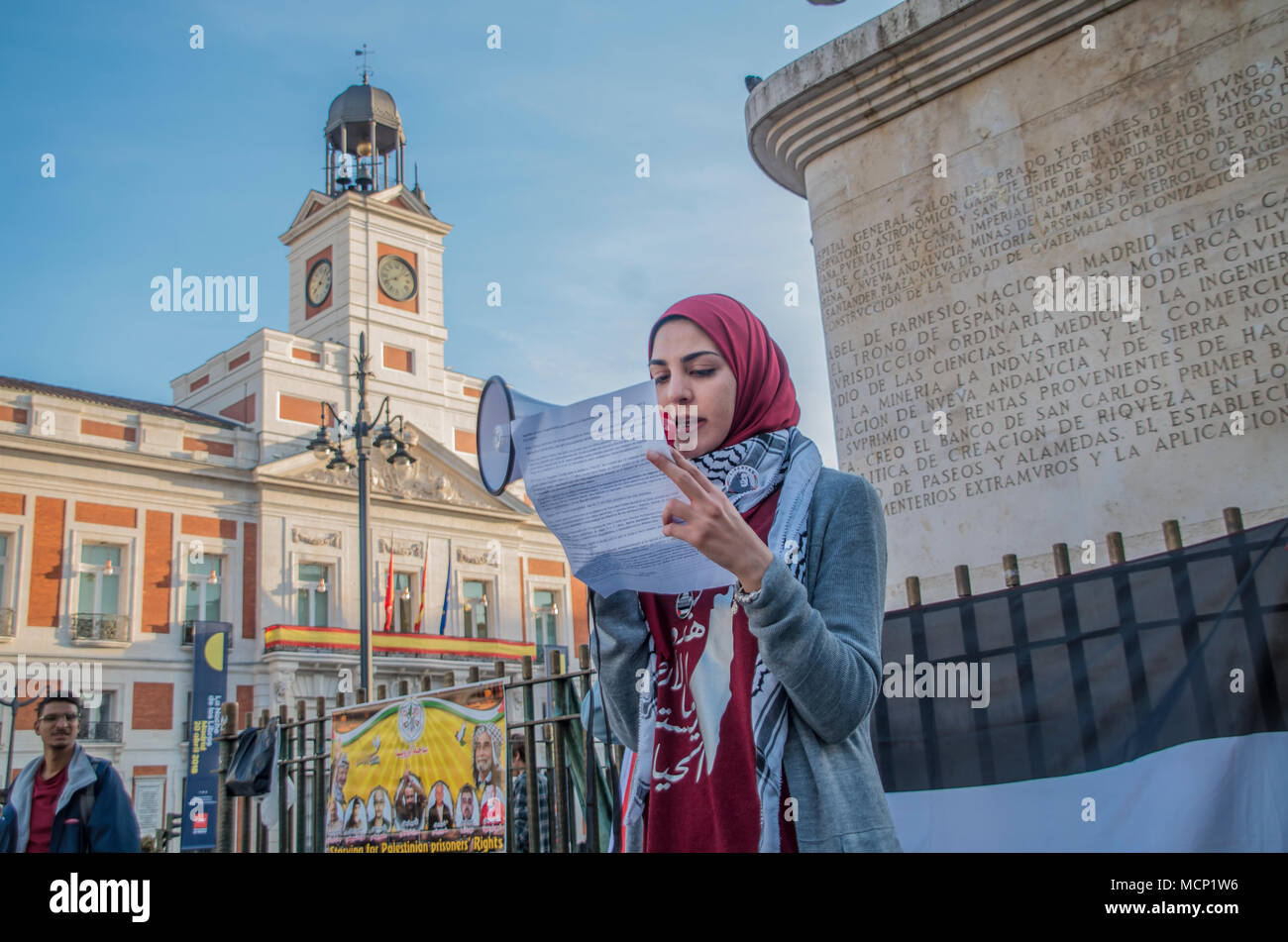 Madrid, Spain. 17th Apr, 2018. Madrid citizens protest for the Palestinian prisoners for Siria on the International Day for Solidarity of Political prisoners. Credit: Lora Grigorova/Alamy Live News Stock Photo