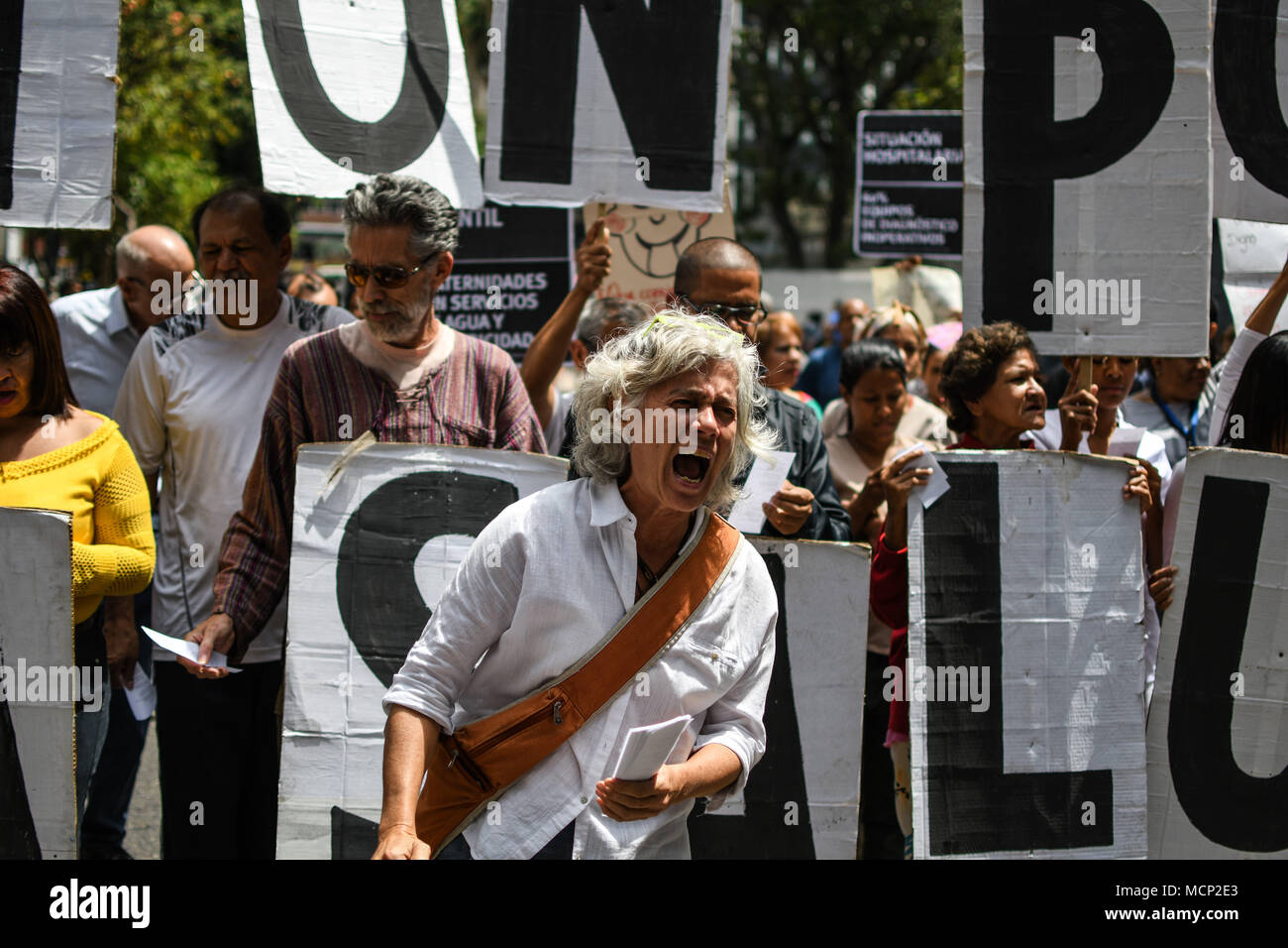Caracas, Venezuela. 17th Apr, 2018. A protester seen shouting slogans during the demonstration.National protest in the health sector for lack of medicines and demanding an increase in salaries. The protest was called by the health association (FETRASALUD in spanish) at the national level. Doctors and staff working in hospitals protested in front of each health center demanding an immediate solution to the crisis affecting the public health system in Venezuela Credit: Roman Camacho/SOPA Images/ZUMA Wire/Alamy Live News - Stock Image