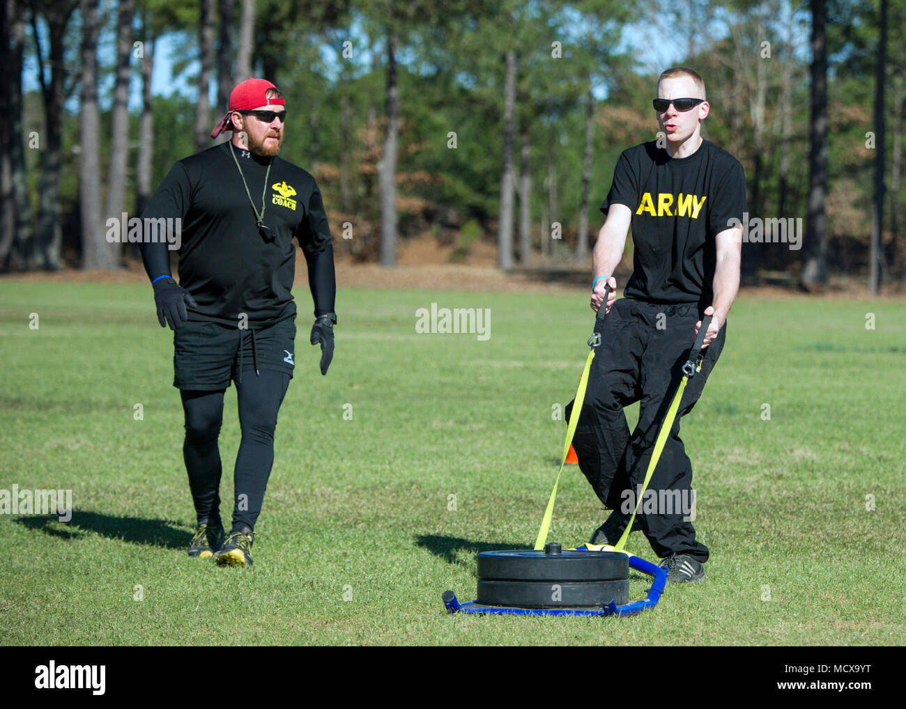 Coach Ron Doiron with the South Carolina National Guard Warrior Fitness Program demonstrates the proposed Army Combat Readiness Test (ACRT) at McCrady Training Center, Eastover, South Carolina, Mar. 4, 2018. (U.S. Army National Guard photo by Sgt. Brian Calhoun, 108th Public Affairs Detachment) - Stock Image
