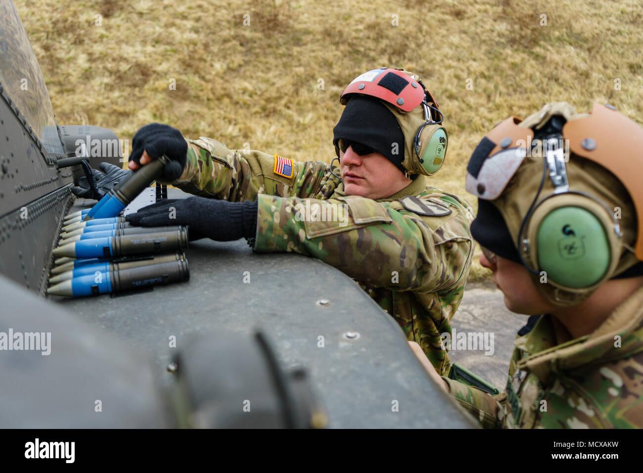 an ah 64 apache armament stock photos an ah 64 apache armament rh alamy com Army Gunnery Training us army aerial gunnery manual