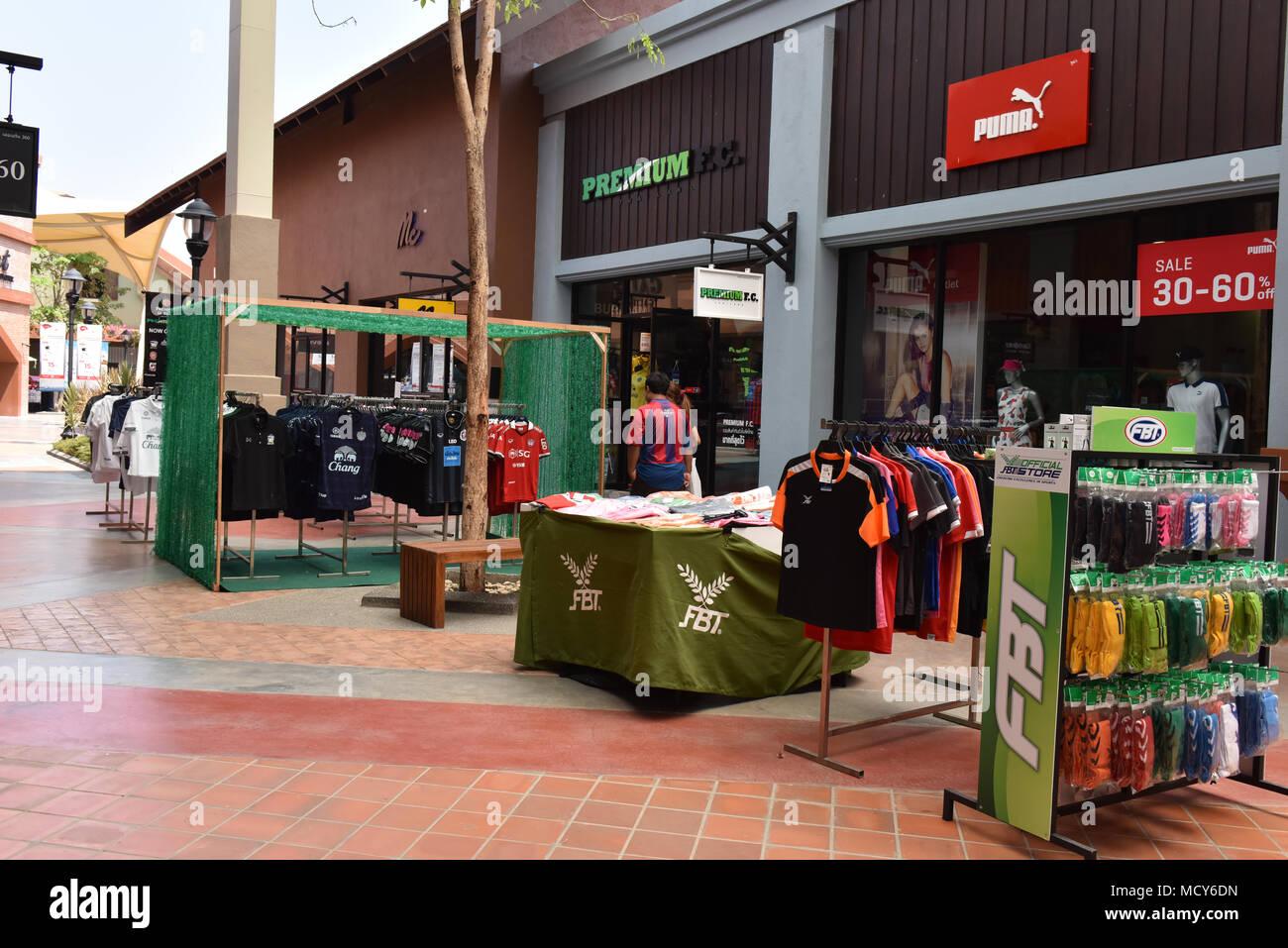 8b446bbdd16 Kad Farrang Village Shopping Mall Stock Photo: 180077345 - Alamy
