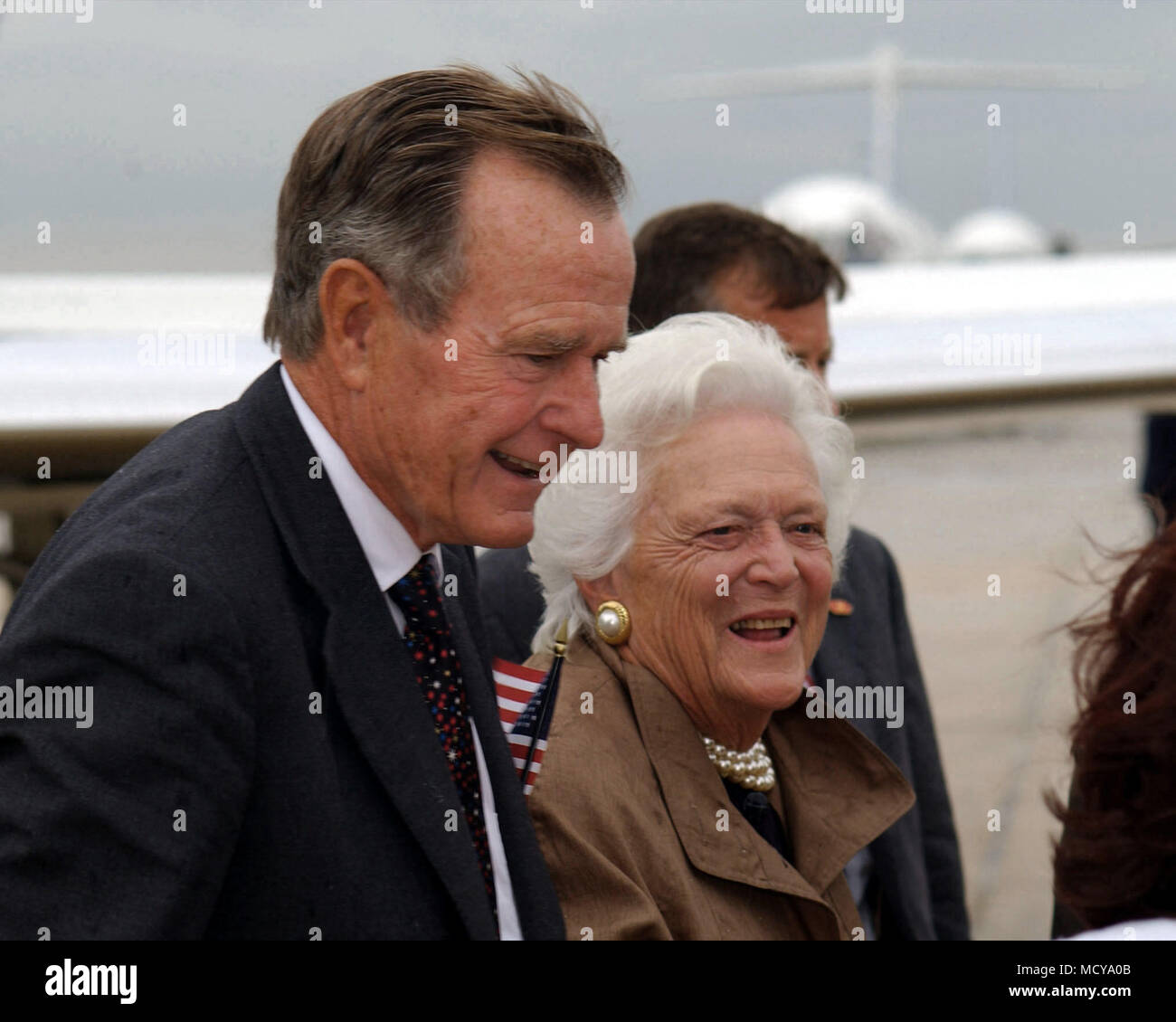 Former US President George Bush and First Lady Barbara Bush are greeted upon their arrival on Andrews Air Force Base, Maryland. They are here for the National Prayer and Reconciliation Service at the National Cathedral in Washington D.C. - Stock Image