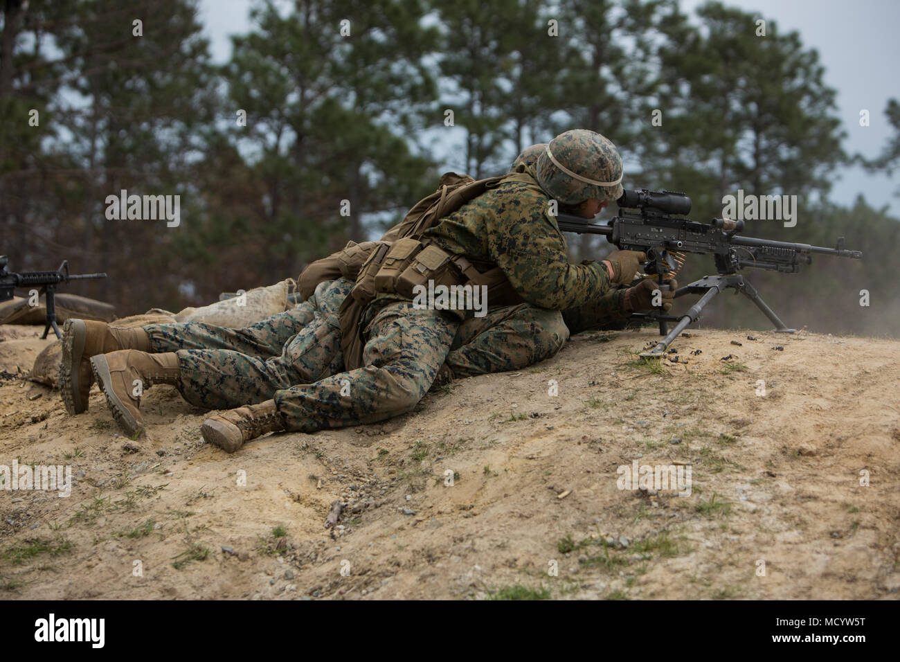 U.S. Marines with Company L, 3rd Battalion, 2nd Marine Regiment, 2nd Marine Division, fire a M240B machine gun during a live fire platoon attack on the new G-29 range  on Camp Lejeune, N.C., March 6, 2018. 2nd Marine Division provided funding and material for the creation of G29, then used 2nd Combat Engineer Battalion equipment and operators to finalize the production of the range. (U.S. Marine Corps photo by Pfc. Nathaniel Hamilton) - Stock Image