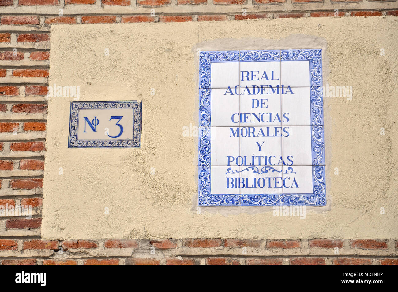 Tiles with building name and street number of the Royal Academy of Moral and Political Sciences in the Plaza de la Villa, Madrid (Spain) - Stock Image
