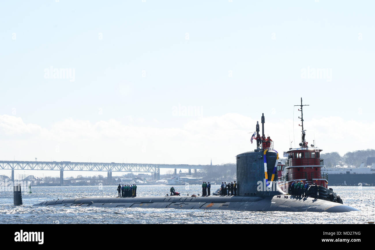 180314-N-LW591-003 GROTON, Conn. (Mar. 14, 2018) Sailors assigned to the Virginia-class, nuclear-powered, fast-attack submarine, USS Minnesota (SSN-783), stand topside as their friends and families cheer their arrival as Minnesota pulls into its homeport on Naval Submarine Base New London in Groton, Conn., on Wednesday 14, Mar. Minnesota is returning from the European Command Area of Responsibility where they executed the Chief of Naval Operation's Maritime Strategy in supporting national security interests and Maritime Security Operations. (U.S. Navy photo by Mass Communication Specialist 1st - Stock Image