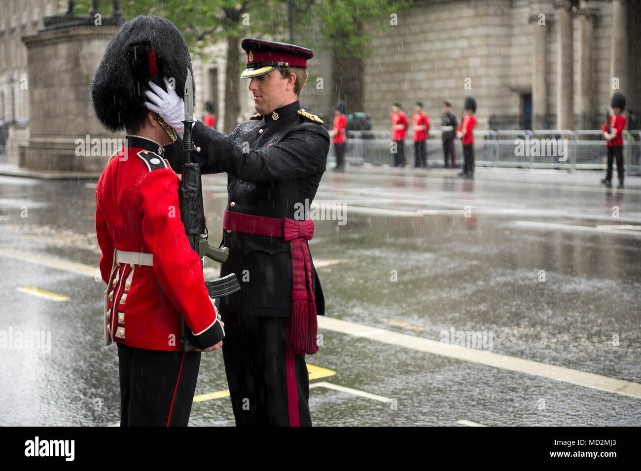 LONDON - MAY 18, 2016: Guard standing at attention is inspected by Commander as a horse-drawn procession carrying Queen Elizabeth II toward Buckingham - Stock Image