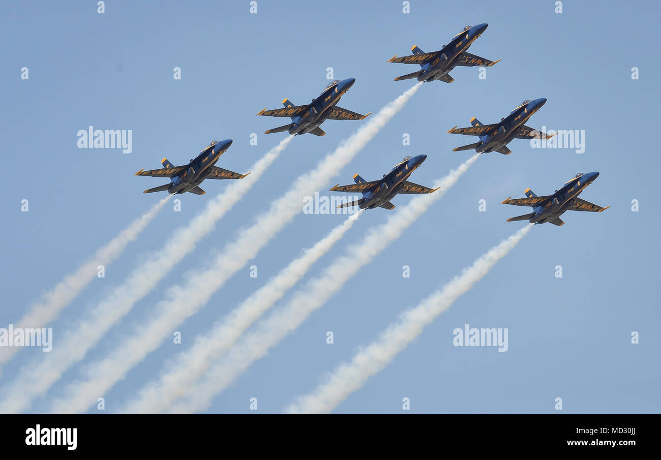 180413-N-NI474-2729  TUSCALOOSA, Ala. (April 13, 2018) The U.S. Navy Flight Demonstration Squadron, the Blue Angels, Delta pilots perform the Pitch Up Break maneuver during a practice demonstration for the Tuscaloosa Regional Air Show. The Blue Angels are scheduled to perform more than 60 demonstrations at more than 30 locations across the U.S. and Canada in 2018. (U.S. Navy photo by Mass Communication Specialist 1st Class Daniel M. Young/Released) - Stock Image