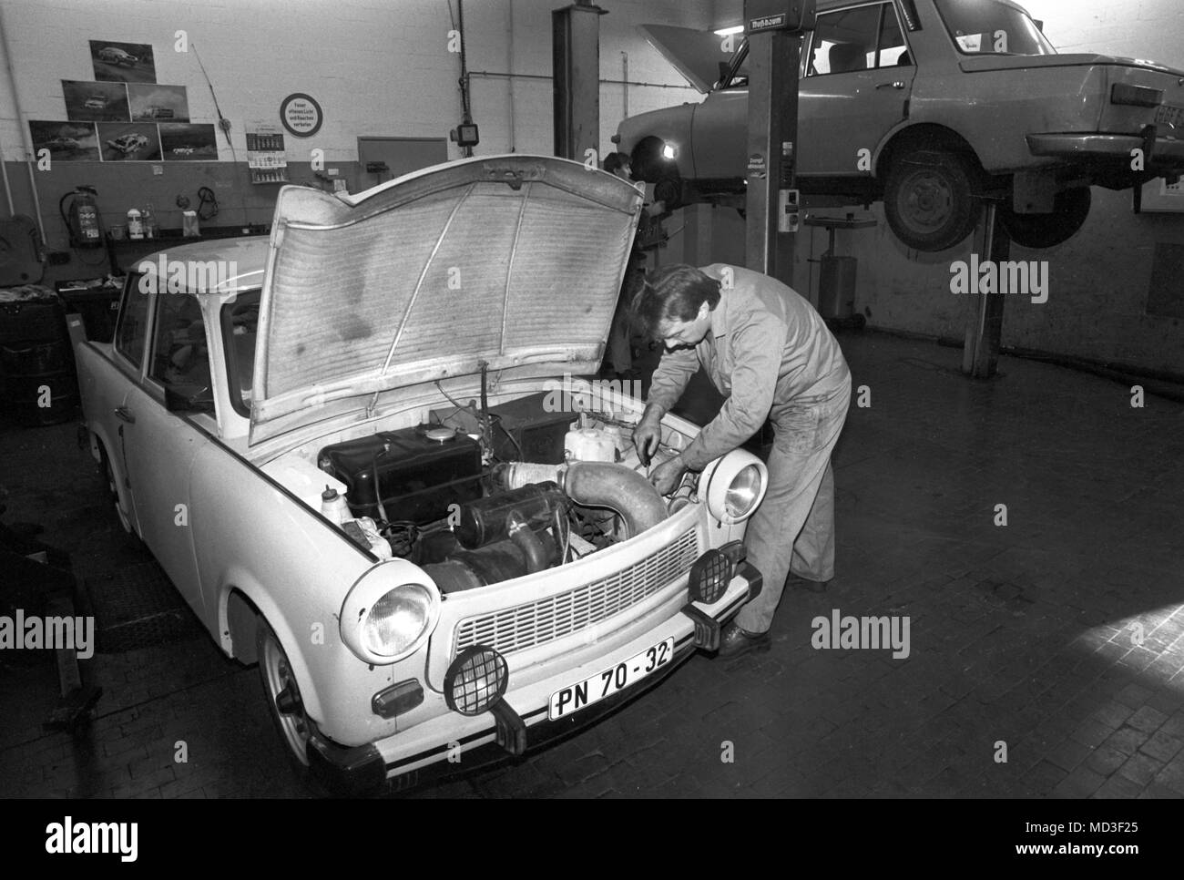A Car Mechanic Black and White Stock Photos & Images - Alamy