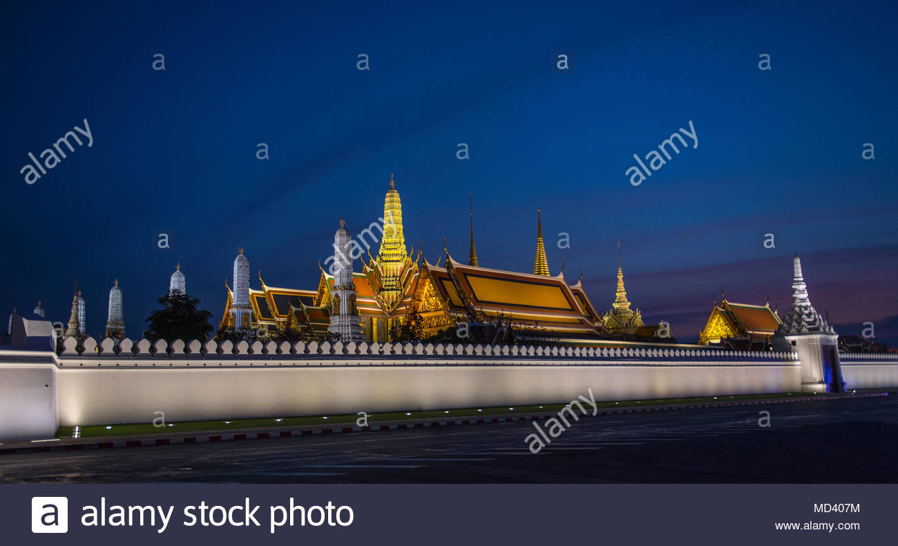 Royal palace at dusk, Bangkok, Thailand - Stock Image