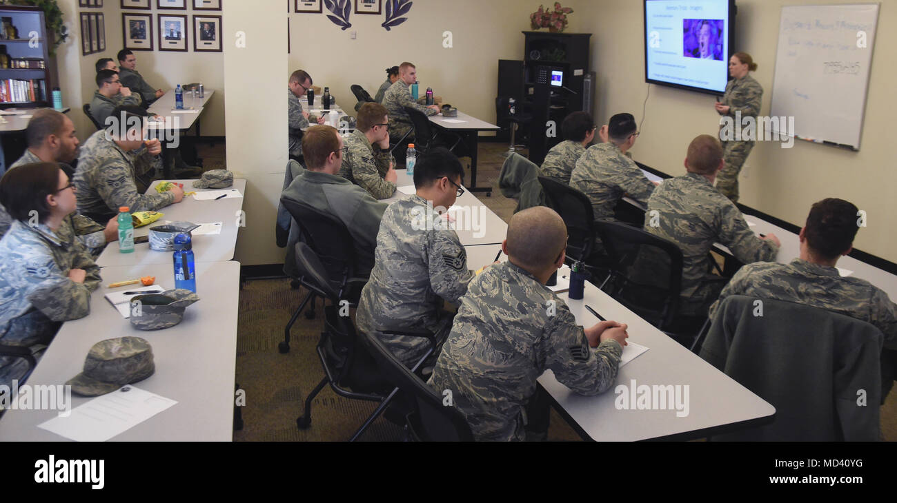 """Airmen attend a """"Memory and Mnemonics"""" class at Schriever Air Force Base, Colorado, March 15, 2018. During the class, Airmen discussed short-term memory, long-term memory, functions of the brain and memory techniques. (U.S. Air Force photo by Senior Airman Arielle Vasquez) - Stock Image"""
