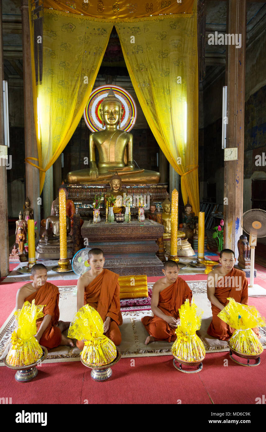 Cambodia monks - four buddhist monks during a temple ceremony at a buddhist shrine, Siem Reap, Cambodia Asia - Stock Image