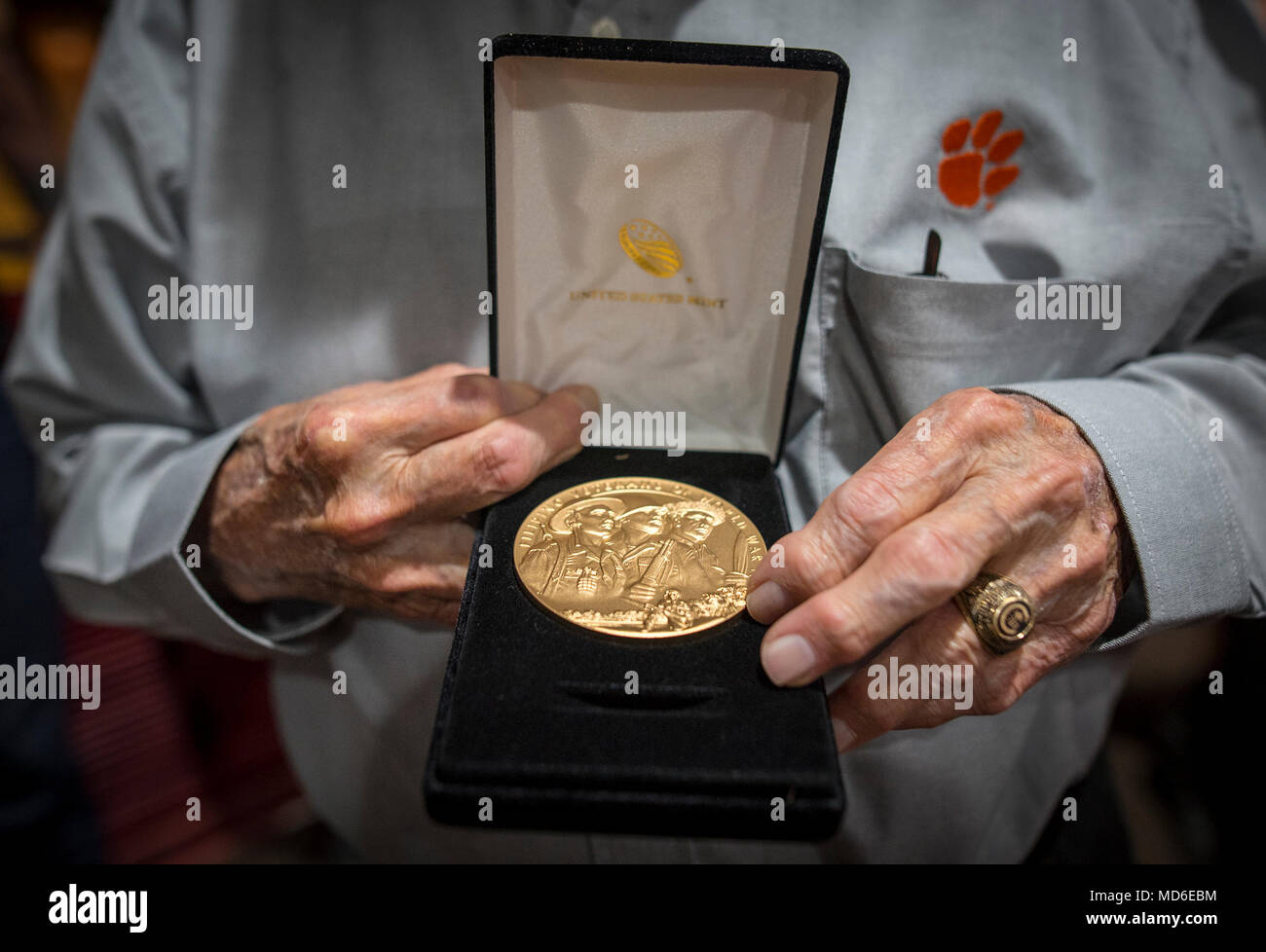 100-year-old Bataan Death March survivor Col. Ben Skardon, a revered Clemson University alumnus and professor emeritus, holds his Filipino World War II Veterans Congressional Gold Medal after a ceremony at White Sands Missile Range, March 24, 2018. (Photo by Ken Scar) - Stock Image