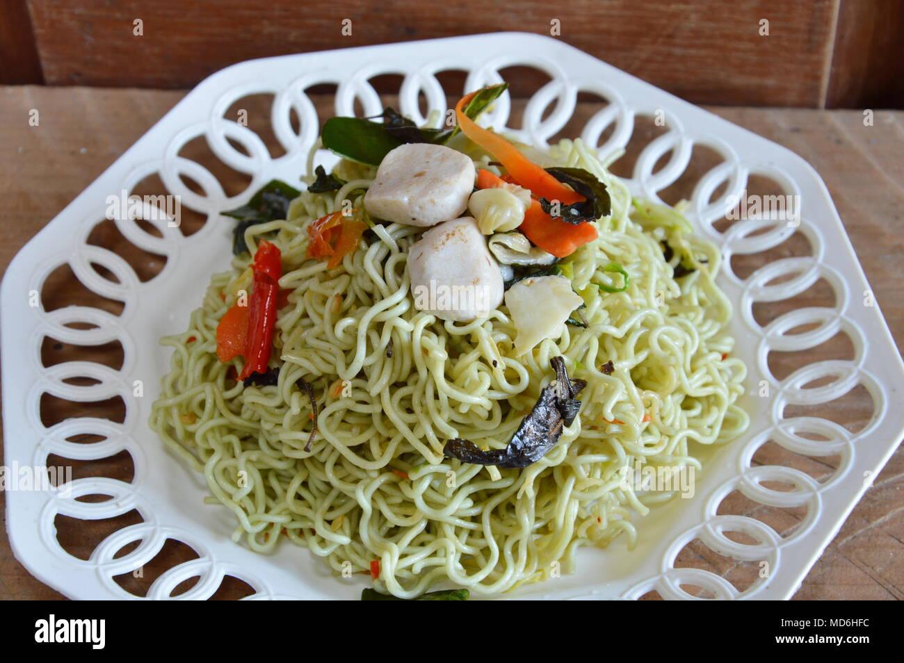 stir-fried vegetarian instant noodle on dish - Stock Image