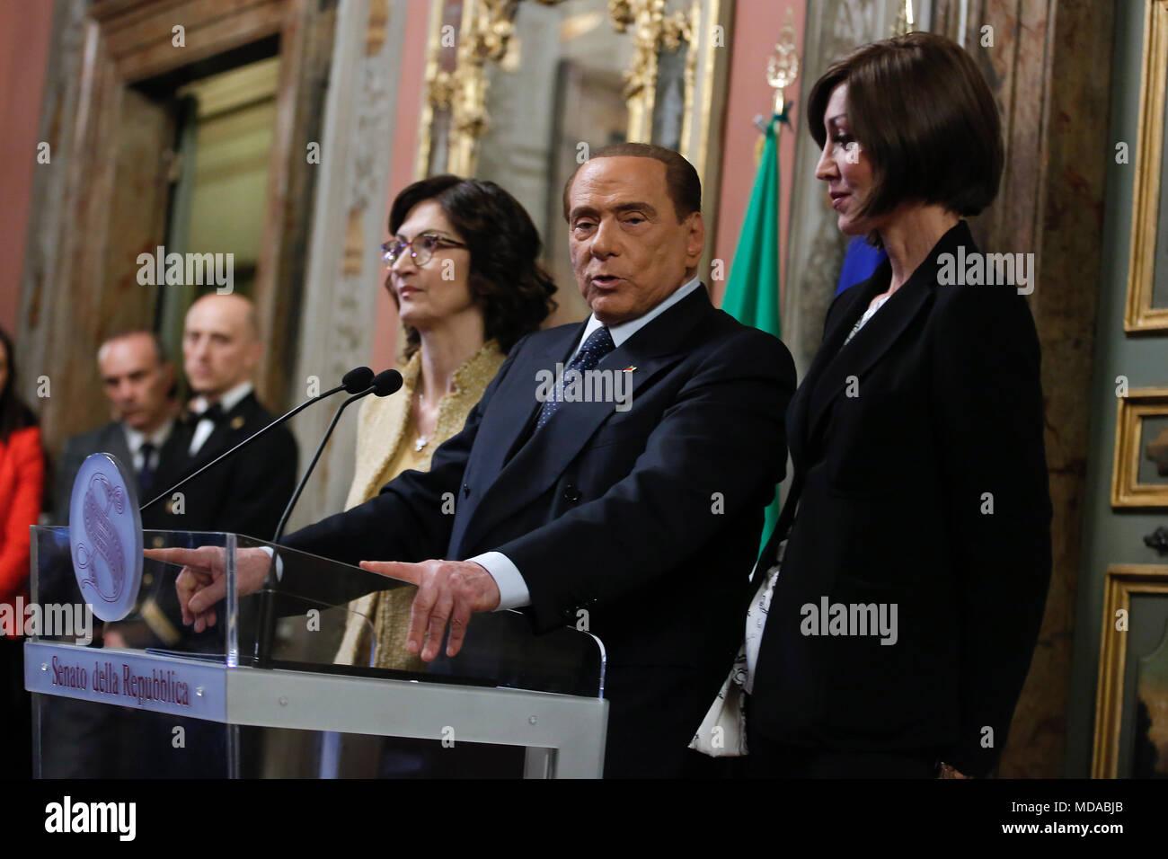 Mariastella gelmini silvio berlusconi e annamaria bernini for Senato repubblica