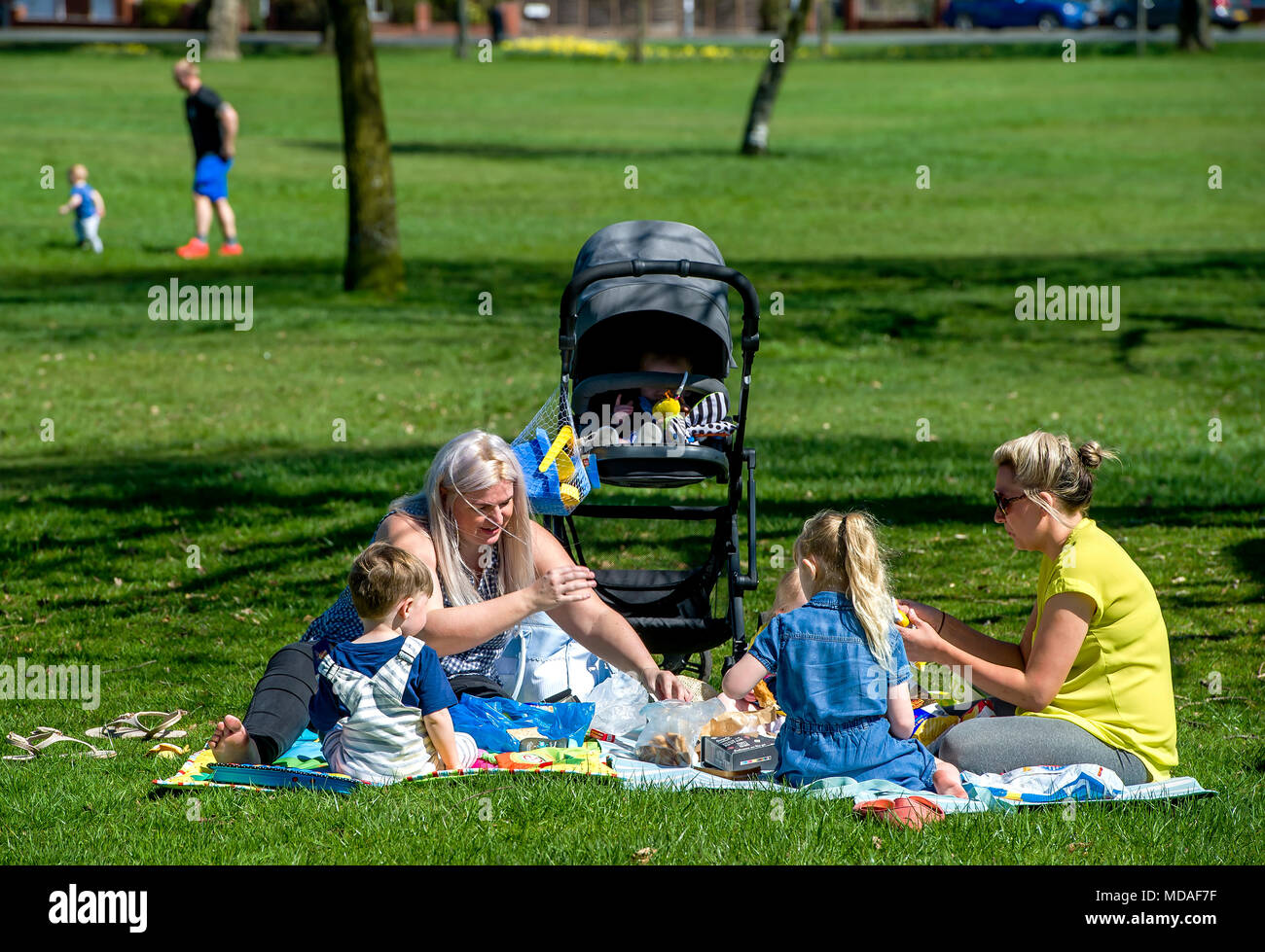 Bolton, UK. April 19, 2018. Glorious sunshine saw the crowds flock to Moss Bank Park in Bolton this afternoon on what is expected to be the hottest day of the year so far. Temperatures are set to reach the mid 20's centigrade and the hot spell is going to last until the weekend. Picnic time in the park. Picture by Paul Heyes, Thursday April 19, 2018. Credit: Paul Heyes/Alamy Live News - Stock Image