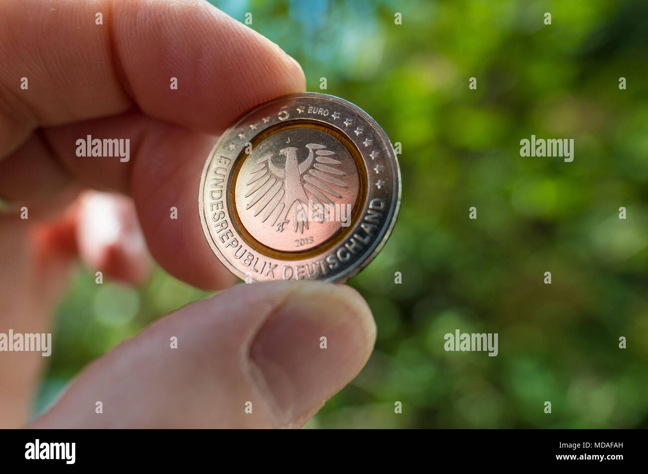 Hannover, Germany. 19th Apr, 2018. ILLUSTRATION - 19 April 2018, Germany, Hanover: The new 5-euro collectors' coin held up. Credit: Peter Steffen/dpa/Alamy Live News - Stock Image