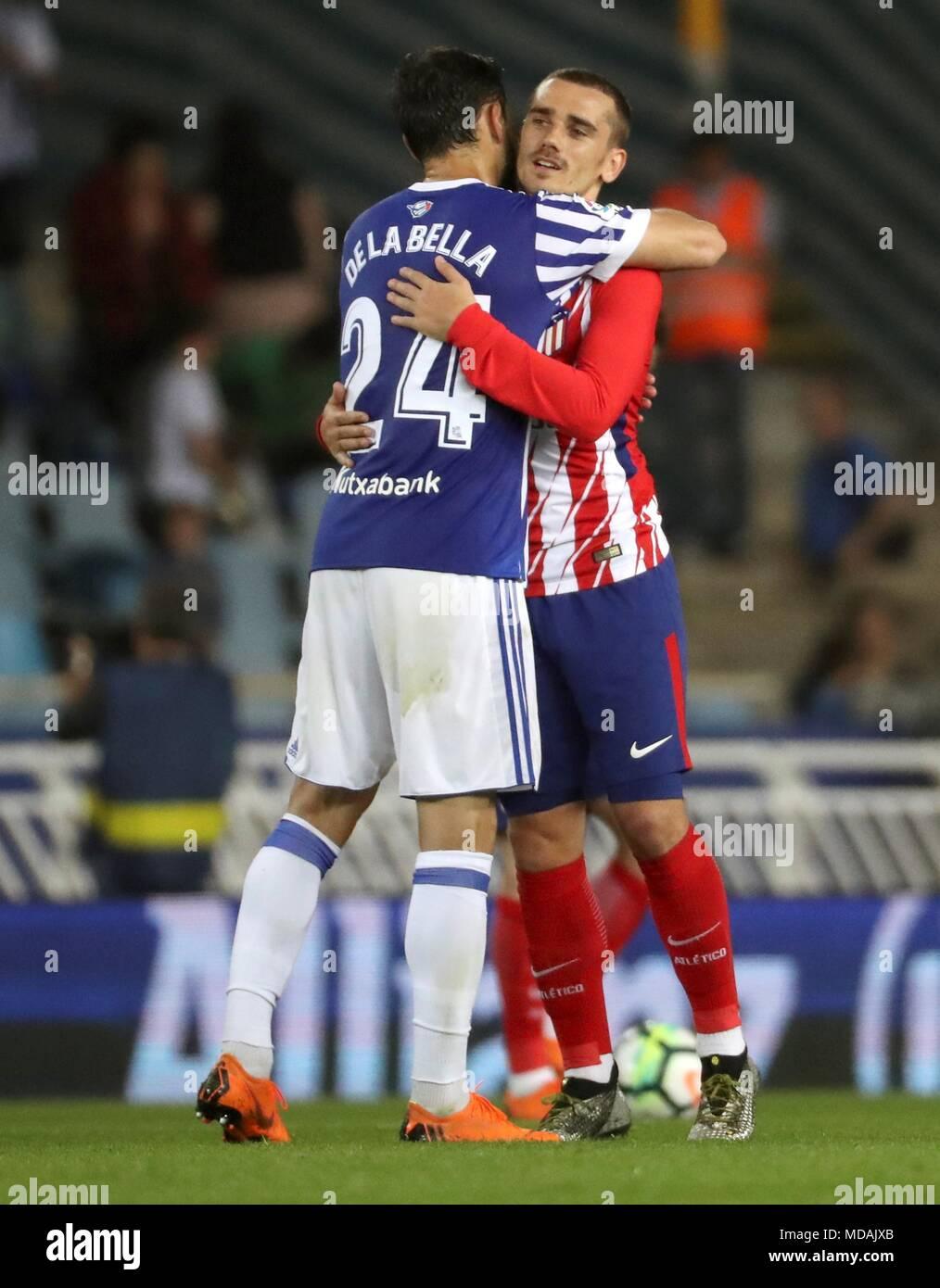 online store b4a1c 83c4b Real Sociedad's Alberto de la Bella (L) greets former ...