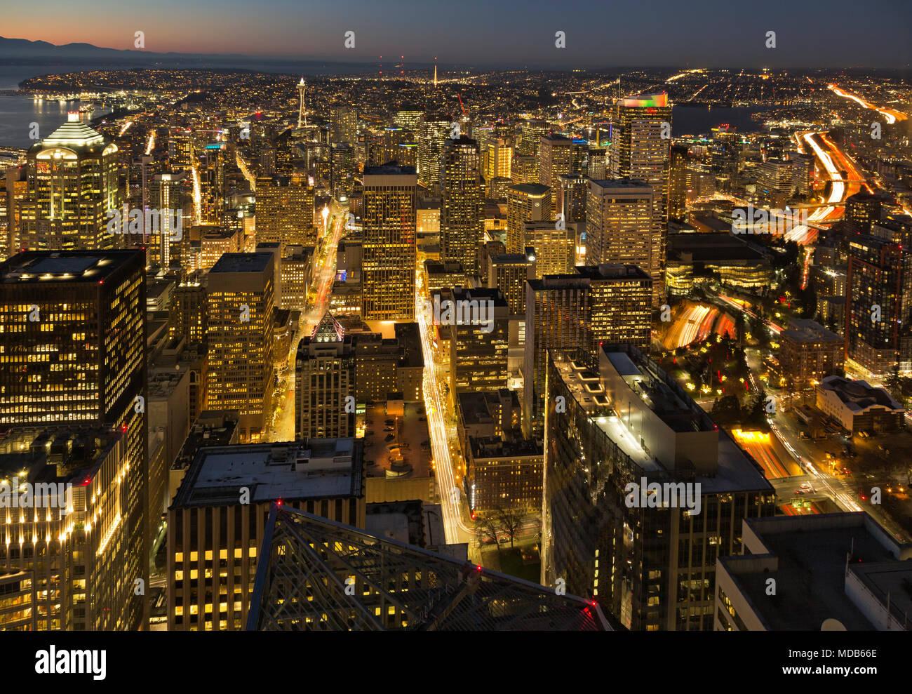 WA15300-00   WASHINGTON - View of downtown Seattle at dusk
