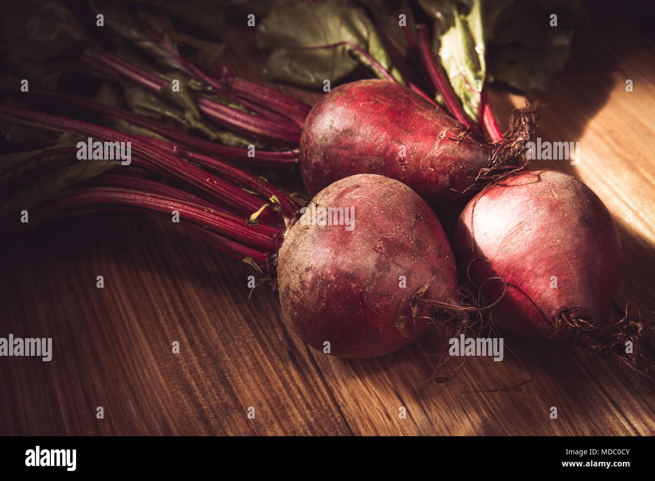Young beets on wooden table - Stock Image