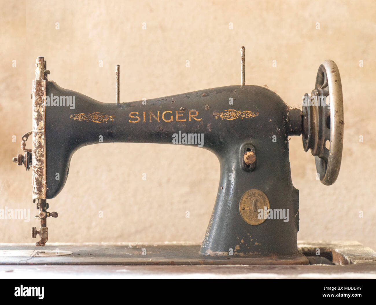 Vintage Singer Sewing Machine Stock Photos & Vintage Singer