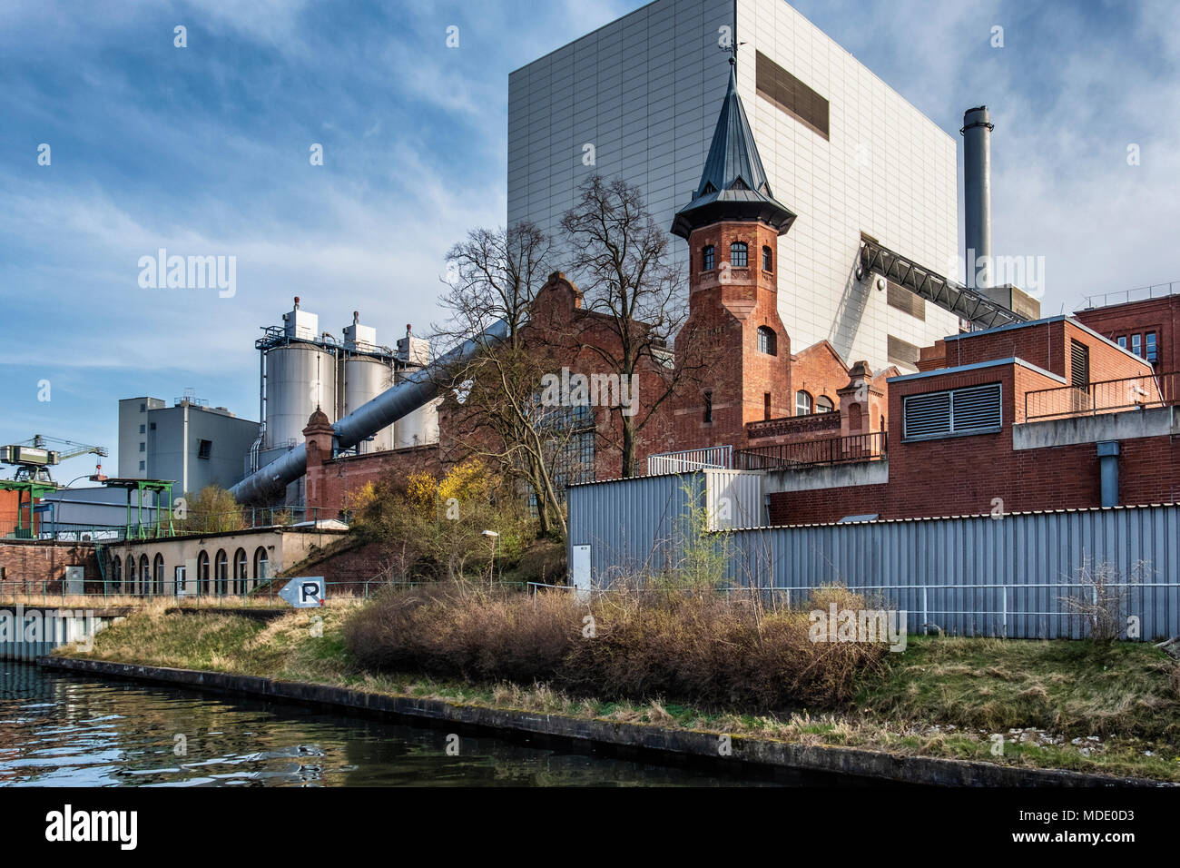 Berlin-Moabit, Vattenfall power station uses fossil Fuel for energy generation, Industrial architecture. New and old buildings The Moabit cogeneration - Stock Image