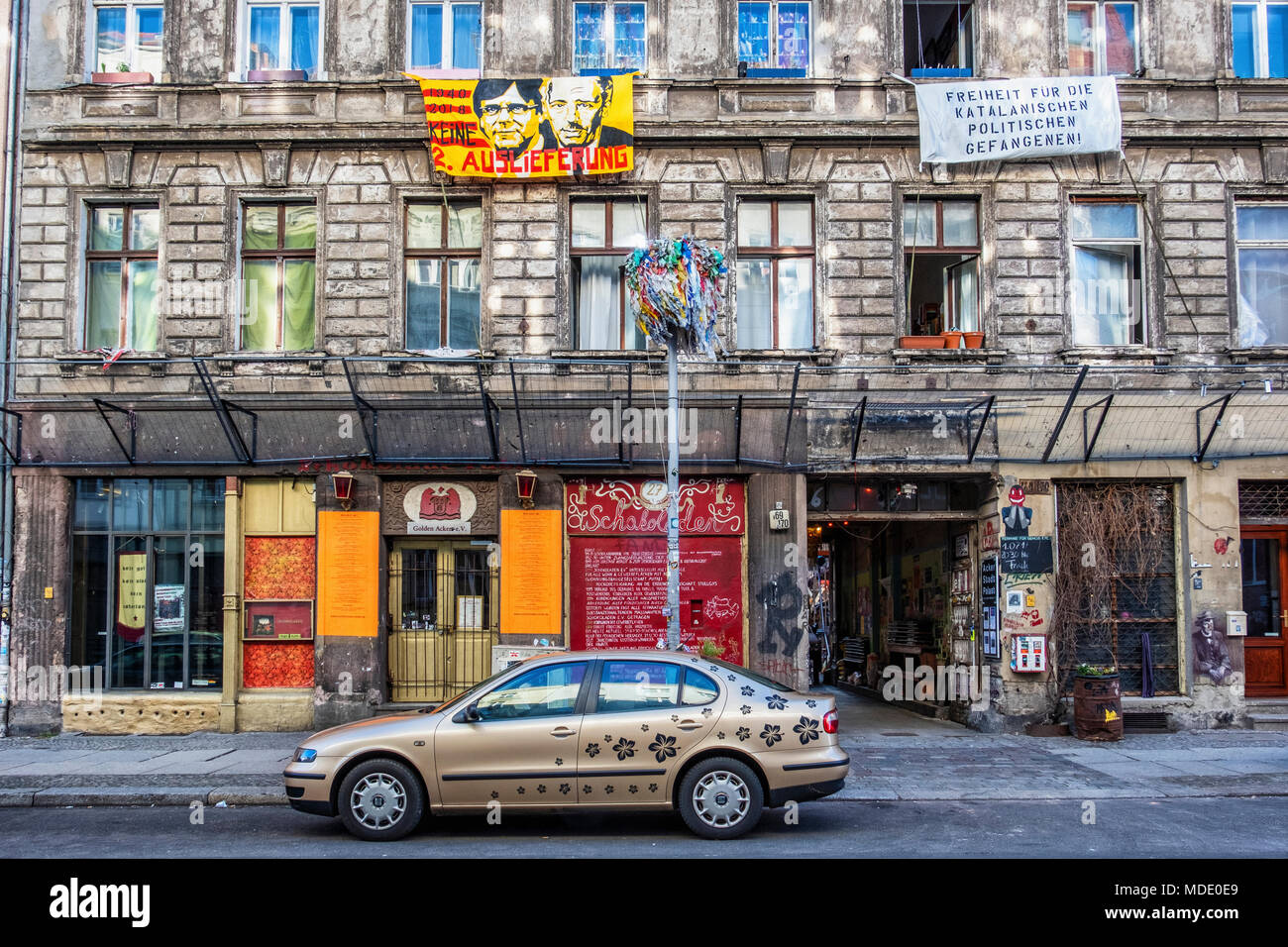 Berlin, Mitte. Schokoladen Cultural Project in weathered old building in Ackerstrasse with Banner supporting Carles Puigdemont, - Stock Image