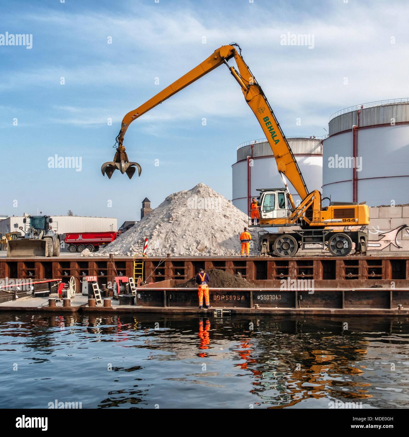 Berlin-Moabit,Westhafen,West Harbour,. SCHWENK German cement manufacturer supplies of cement, concrete, sand & gravel..Cranes & silos Stock Photo