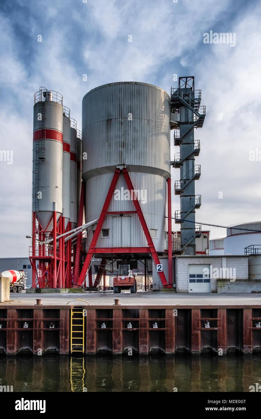 Berlin-Moabit,Westhafen,West Harbour,. SCHWENK German cement manufacturer supplies of cement, concrete, sand & gravel..Industrial architecture, Silos Stock Photo