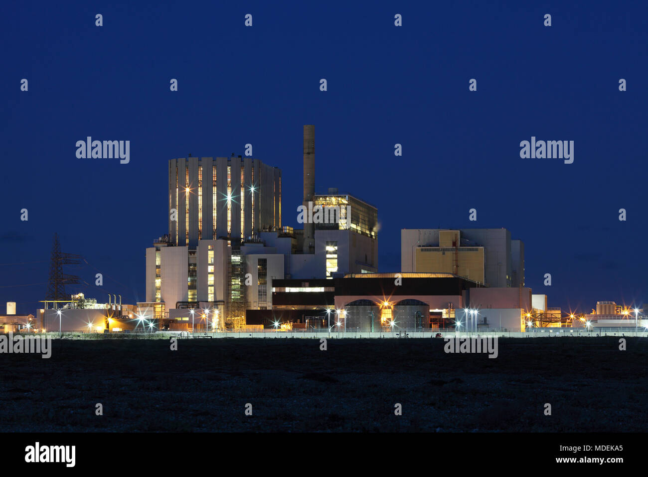 Dungeness nuclear power stations at night. Dungeness B is on the left; Dungeness A on the right. - Stock Image