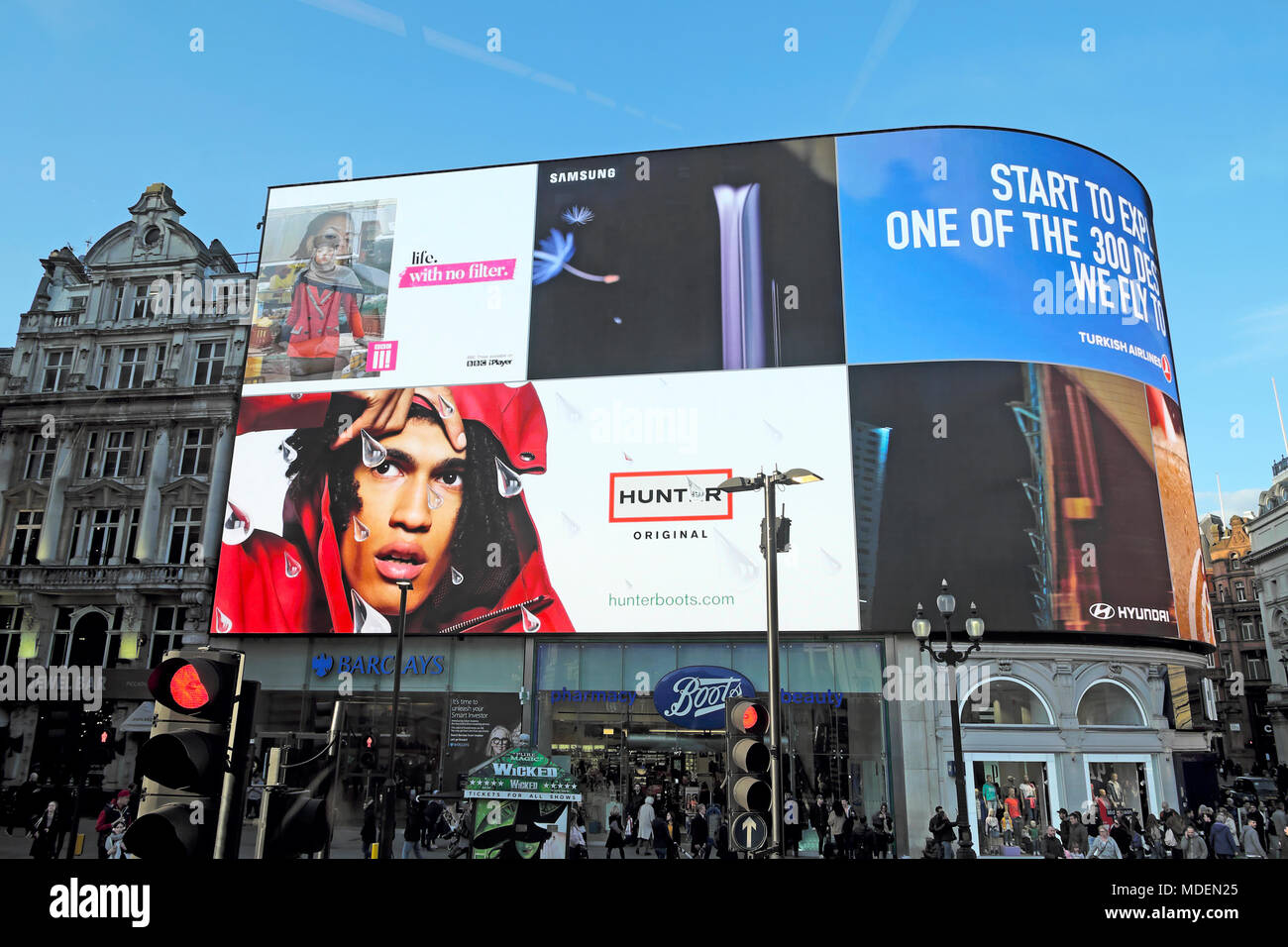 Hunter Boots advert on an electronic advertising billboard in Piccadilly Circus, London England UK   KATHY DEWITT - Stock Image