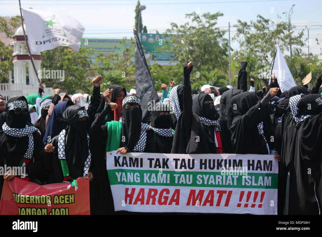 Banda Aceh Indonesia 30th Apr 2015 The Muslim Community In Aceh Has Protests Defending The Islamic Shari A Law In Front Of Aceh Goverment Office They Asked The Aceh Government To Implement The