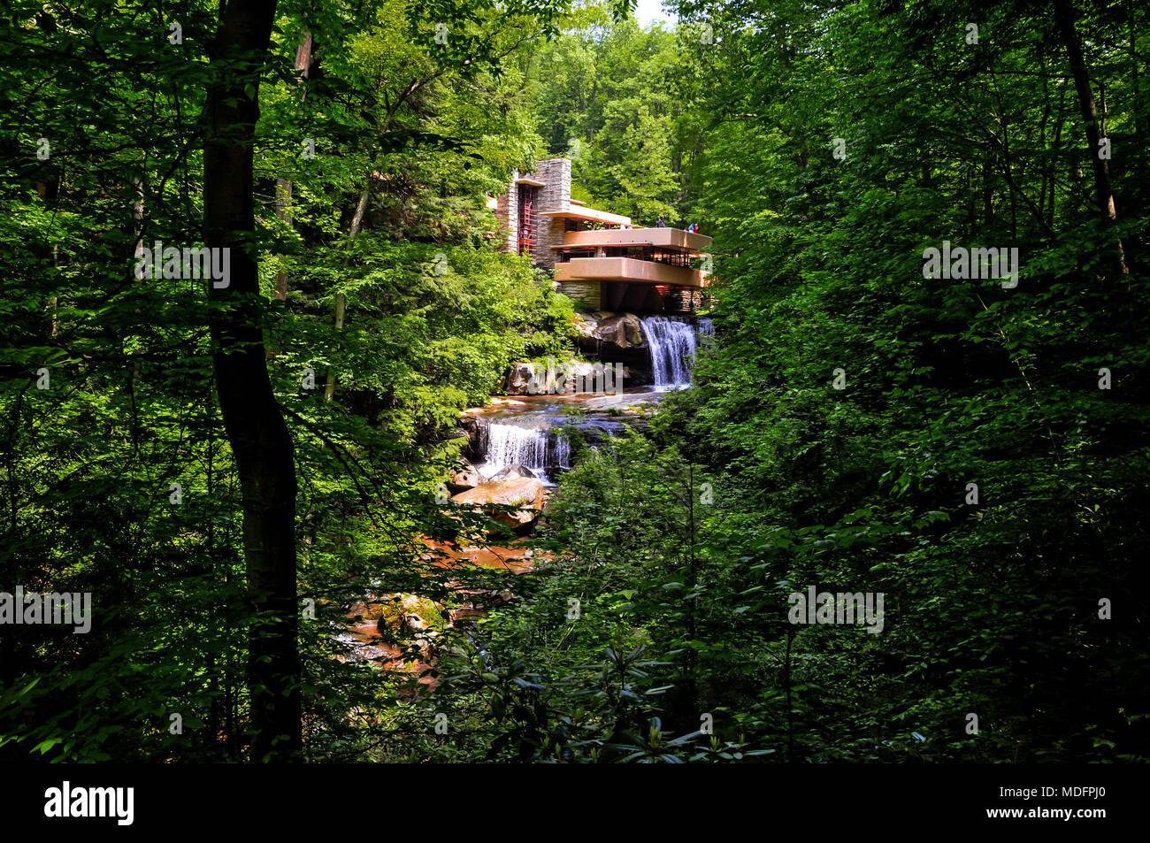 Fallingwater - America\'s most famous architect Frank Lloyd Wright ...