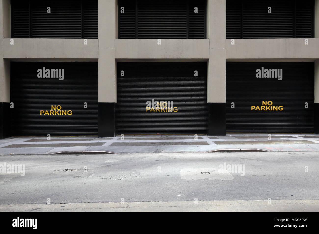 No parking written on loading dock doors, New York City - Stock Image