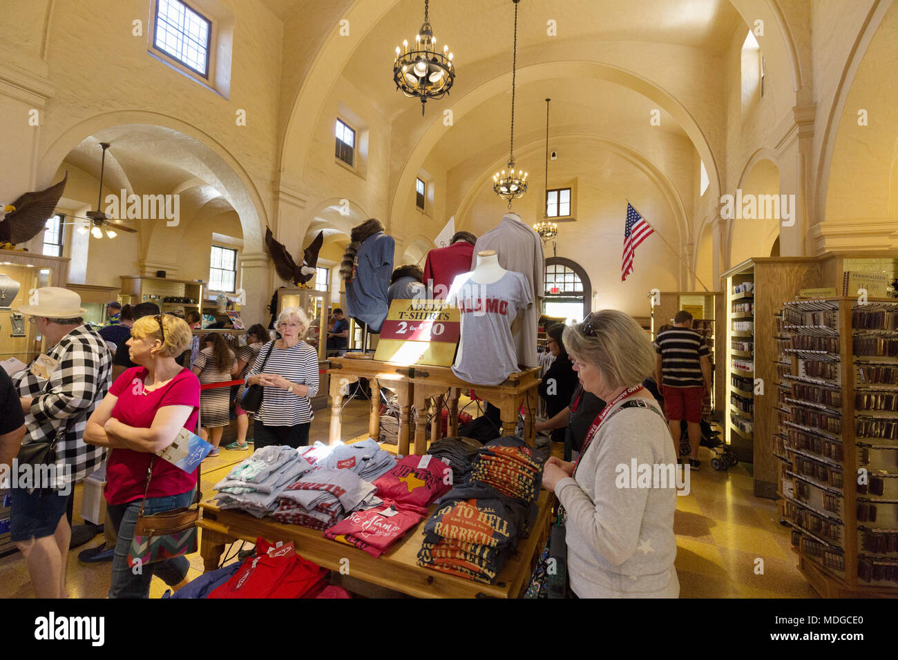 People shopping for gifts and souvenirs in the Alamo Gift Shop, the Alamo, San Antonio, Texas USA - Stock Image