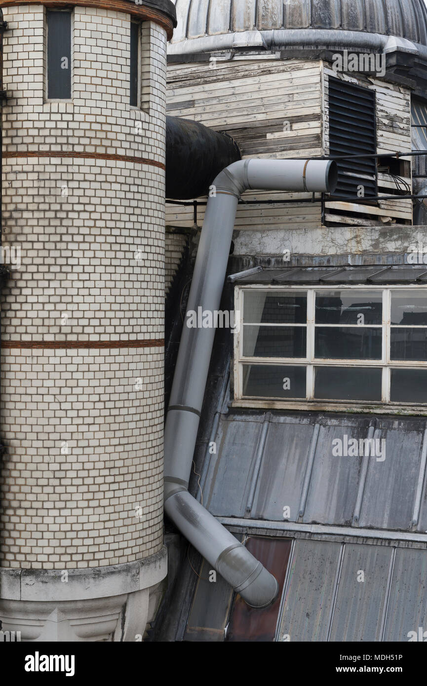 Deatails of the  roof of the old Central Saint Martins art college, Holborn, London, Britain. 8th January 2017 - Stock Image