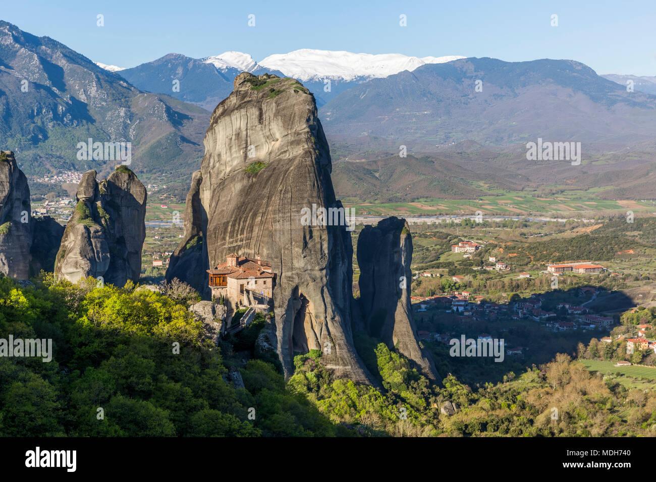 The huge rock pillars and monastery of Rousanou in Meteora, Greece Stock Photo