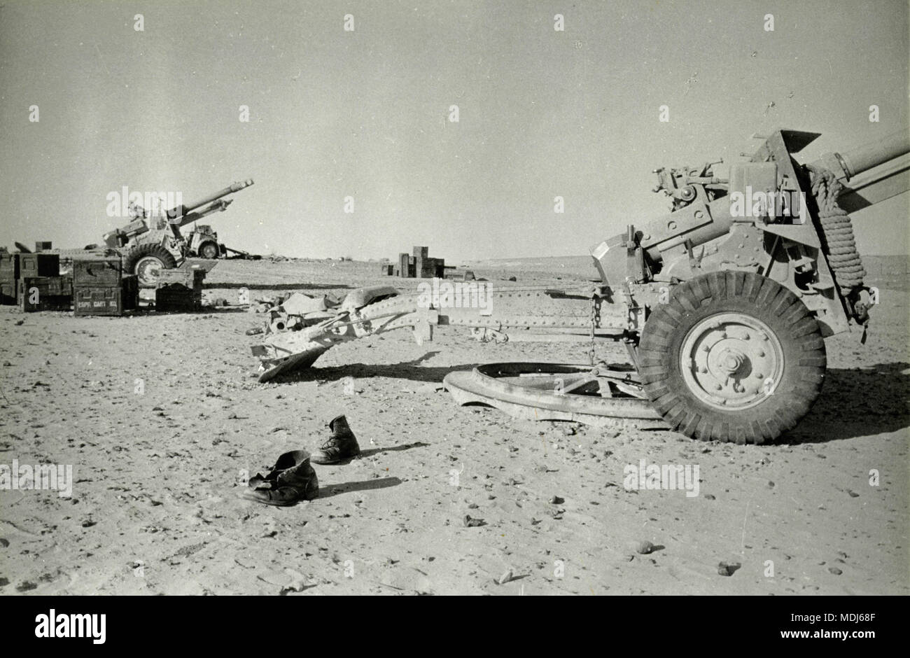 Abandoned artillery pieces in the battlefield, 1950s - Stock Image