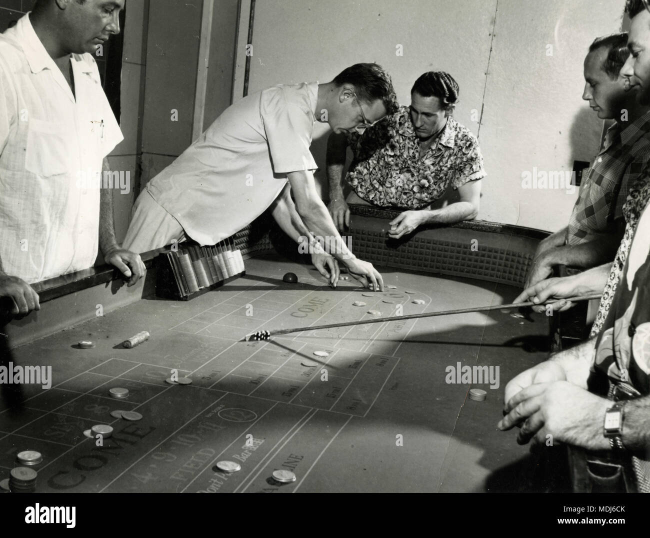 Dice gamble class for dealers at the College of Gambling, Las Vegas, USA 1953 - Stock Image