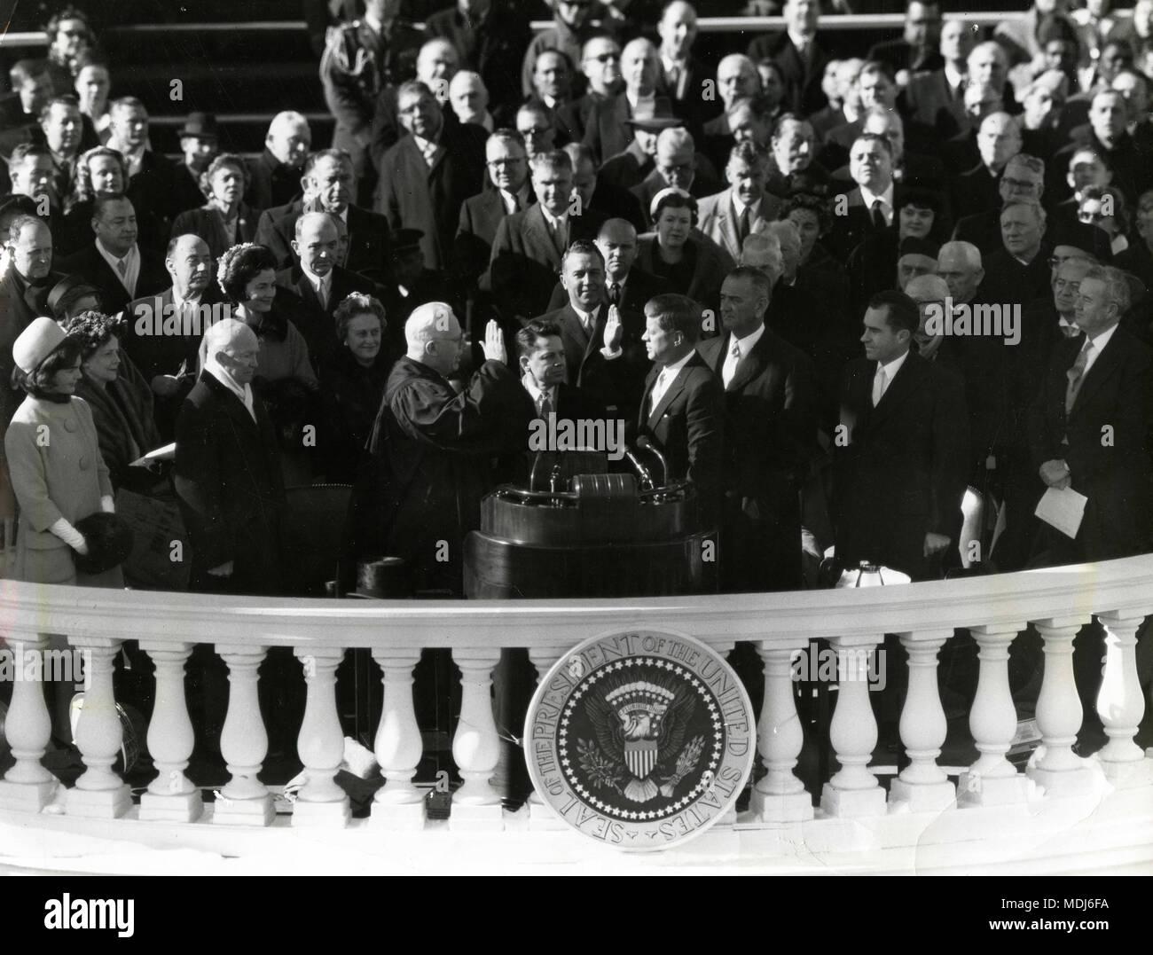 US President John F. Kennedy swearing to Earl Warren, USA 1961 - Stock Image