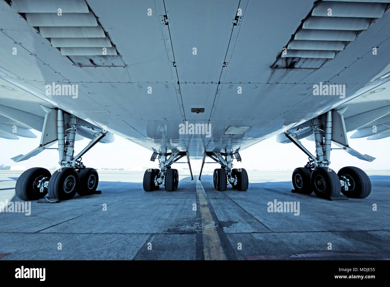 main landing gear of a boeing 747 400 stock photo 180500465 alamy rh alamy com A380 Landing Gear Large Landing Gear
