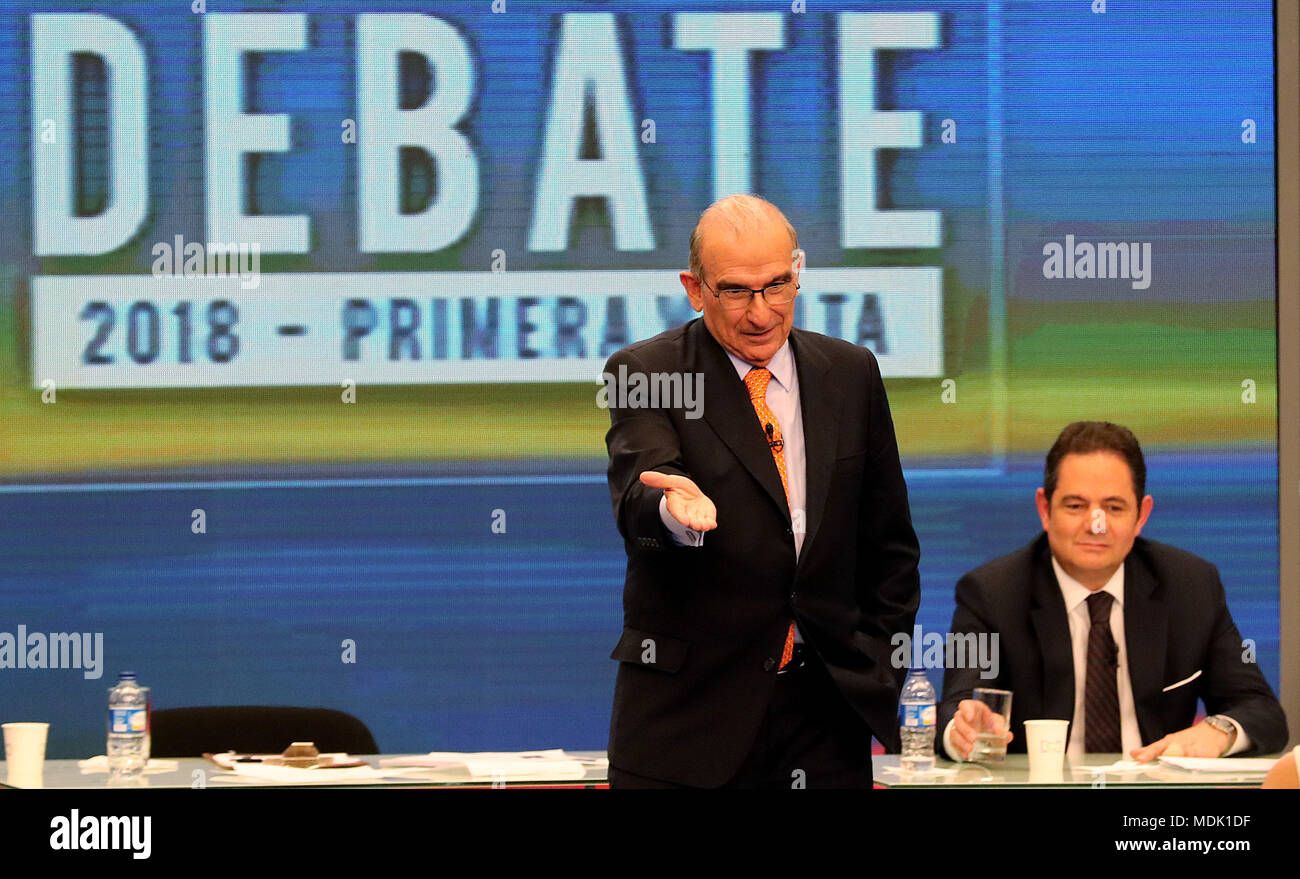 The candidate for the Presidency of Colombia Humberto de la Calle (L) participates in the first major national debate in Bogota, Colombia, 19 April 2018. The great debate, the first one of national level, was organized by RCN Television, the National Federation of Merchants (Fenalco), in alliance with the Institute of Political Science, the Concordia Institute, and NTN24. The presidential elections will be held on May 27. EFE/Leonardo Munoz - Stock Image