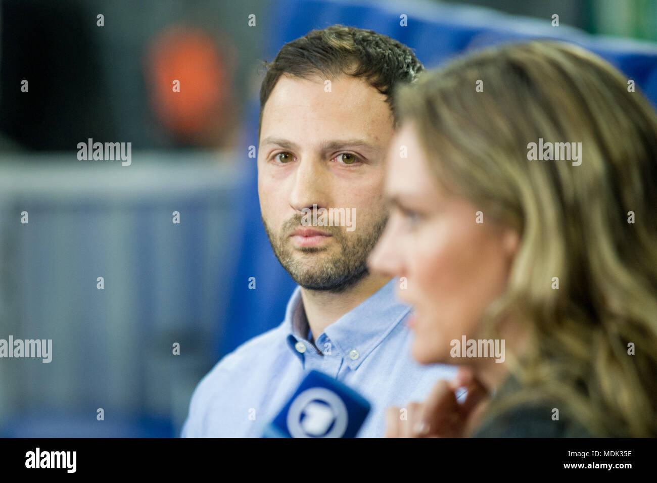 Gelsenkirchen, Deutschland. 19th Apr, 2018. Domenico TEDESCO (left, coach, GE) in an interview, TV, television, half-length portrait, football, DFB Pokal, semi-final, FC Schalke 04 (GE) - Frankfurt (F) 0: 1 on 18.04.2018 in Gelsenkirchen/Germany. | usage worldwide Credit: dpa/Alamy Live News - Stock Image